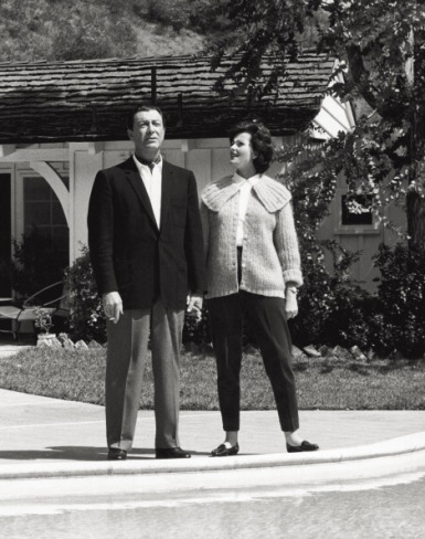 The American actor Robert Taylor (Spangler Arlington Brough) walking hand in hand with his wife, the German actress Ursula Thiess. 1963 (Photo by Angelo CozziMondadori Portfolio by Getty Images)